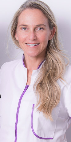 periodent dona clinica dental mujer