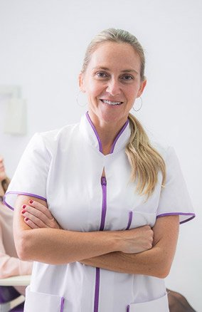 clinica dental mujer periodent dona